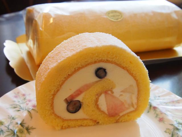 もものロールケーキ
